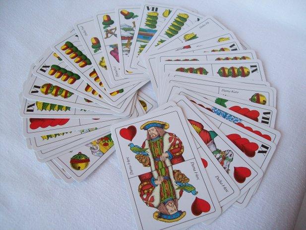 igrace-karte-belot-ucini-dobro-uzivaj-kartanju-ekipom-slika-38332679.jpg